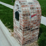 Muurattu postilaatikko