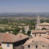 The town of Bonnieux and a view to the Luberon highlands