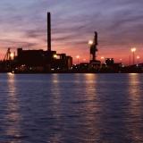 Sörnäisten hiilivoimala ja satama nähtynä Tervasaaresta