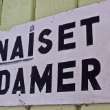 Sign for the women's dressing room at Seurasaari beach