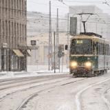 Raitiovaunu 3B lähestyy Oopperan pysäkkiä