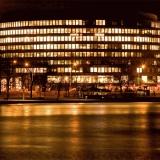 Ympyrätalo and Eläintarhanlahti by night