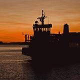 Suomenlinnan lautta M/S Tor saapuu Kauppatorille