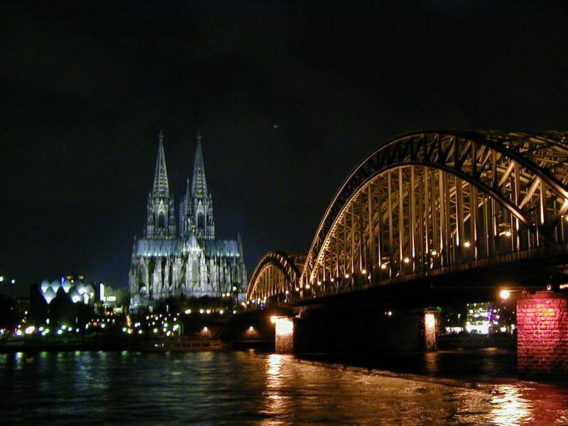 Näkymä Reinin yli Kölnin tuomiokirkolle Hohenzoller-sillan kohdalta