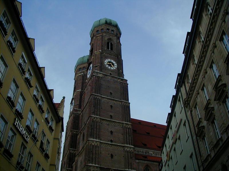 Münchenin tuomiokirkon tornit