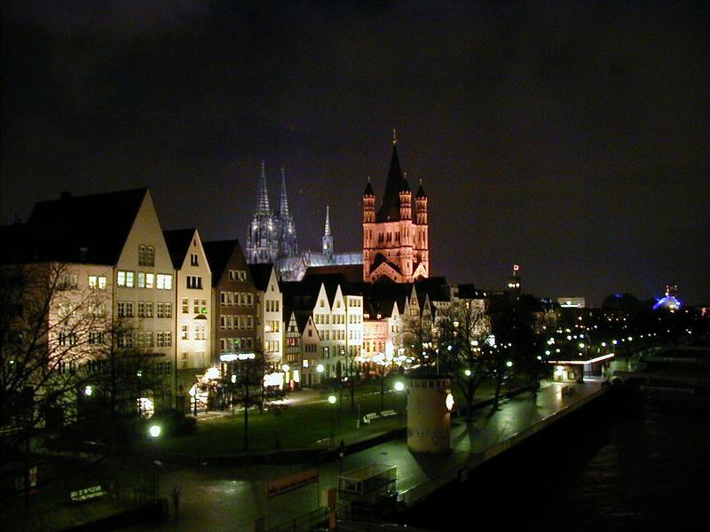 Reinin rantaa Kölnissä, taustalla tuomiokirkko