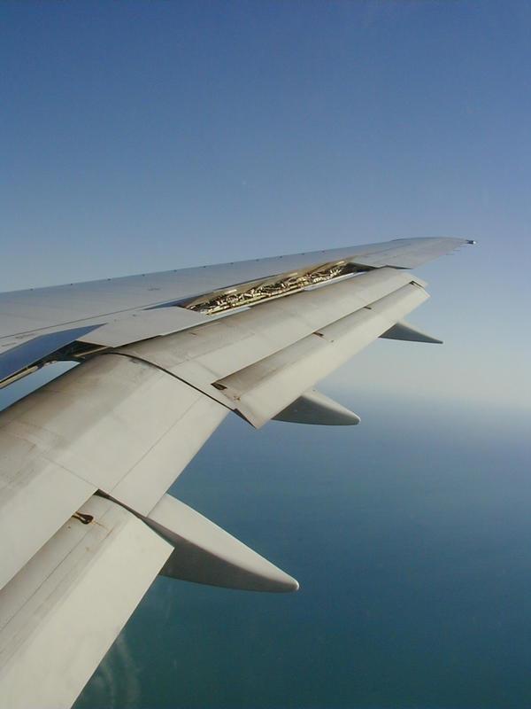Lentokoneen siipi laskussa