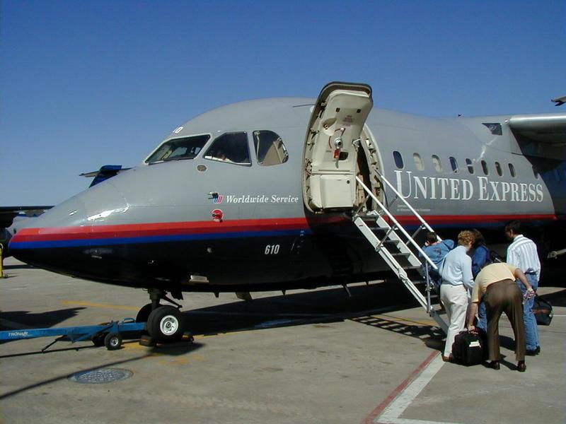 United Expressin lentokone O'Haren kentällä