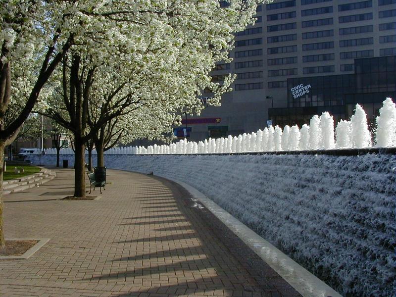 Suihkulähteitä ja koristepuita Lexingtonin keskustassa