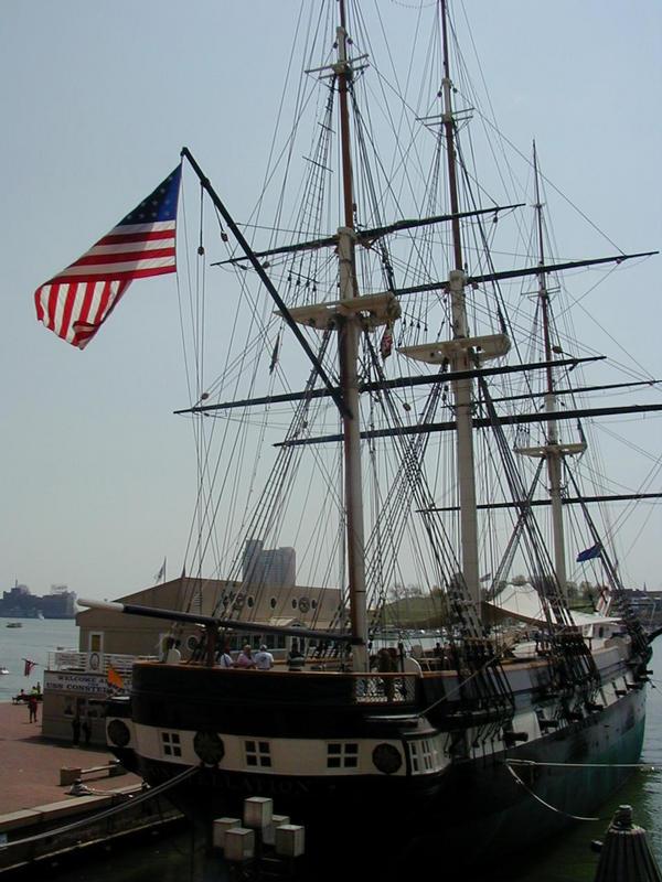 USS Constellation -purjelaiva Baltimoren sisäsatamassa