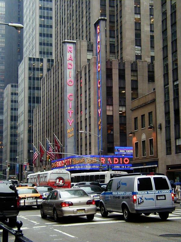 Radio City Music Hall ja Avenue of the Americas