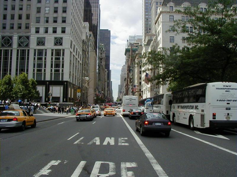 Fifth avenueta Plaza-hotellin kohdalta