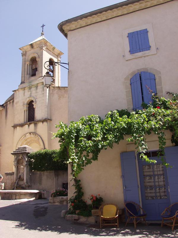 Kirkko ja talo