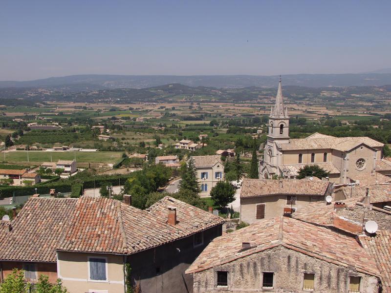 Bonnieuxin kaupunki ja näkymä Luberonin ylängölle