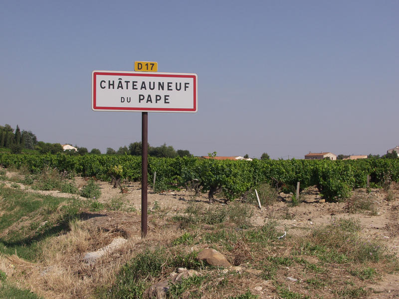 A roadsign at the famous wine village Châteauneuf du Pape