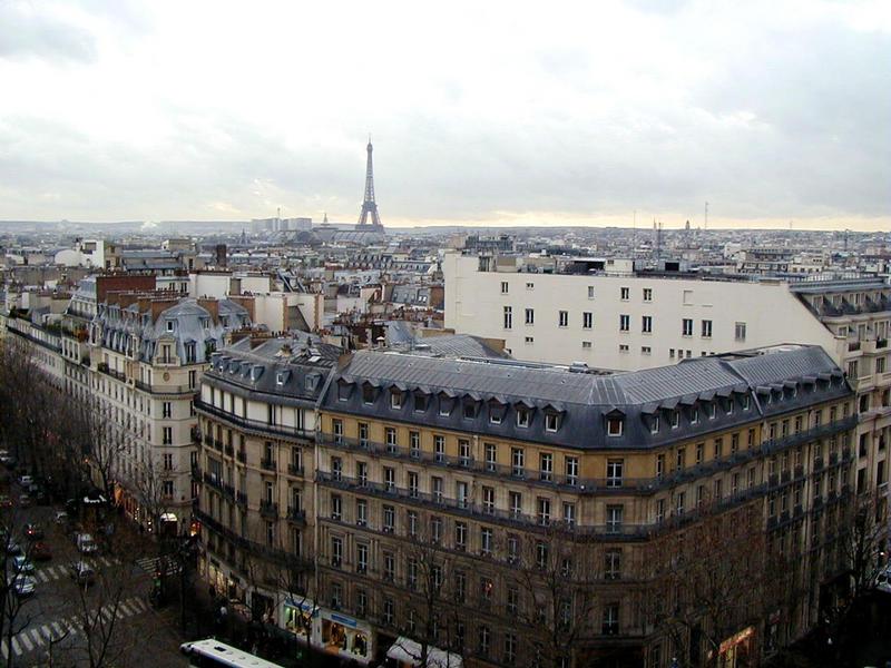 Näkymä Eiffelin tornille Au Printempsin tavaratalolta katolta