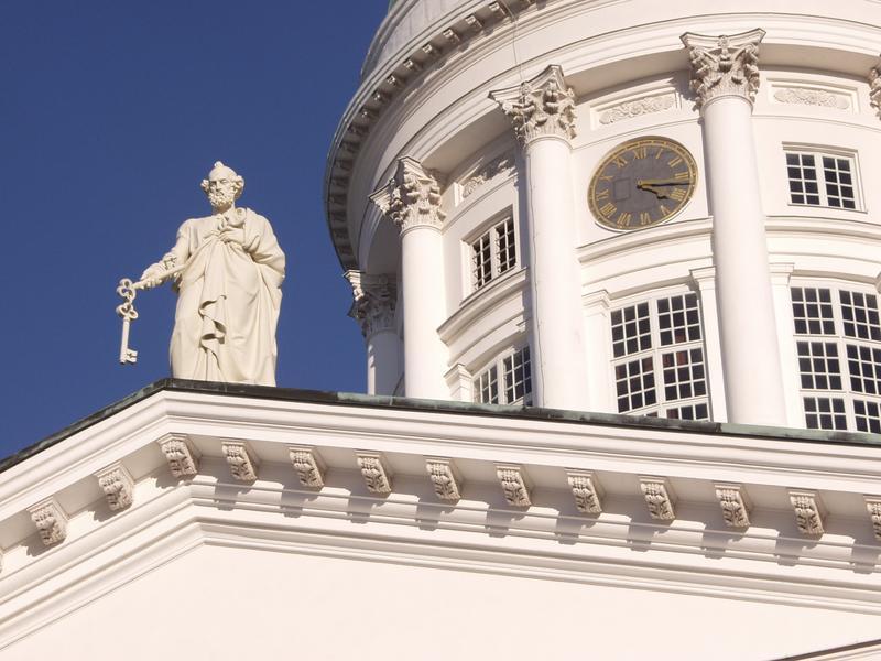 Tuomiokirkko ja apostoli Pietarin patsas