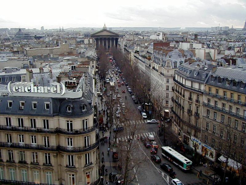 Rue Auber tavaratalo Au Printempsin katolta nähtynä