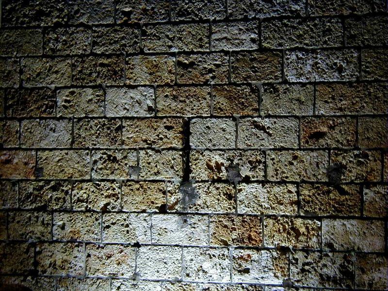 Valaistu seinä Pereire-Levallois'n asemalla