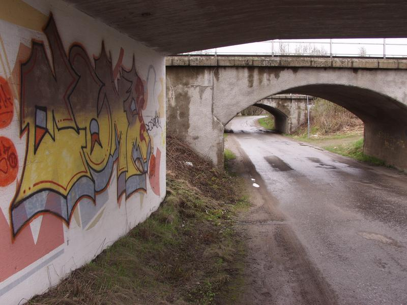 Kolme alikulkua ja graffiti