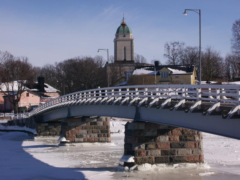 The bridge between Iso Mustasaari (Big Black Island) and Pikku Mustasaari (Little Black Island) and the Alexander Nevski church