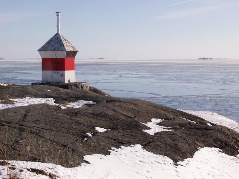 A beacon and a view from Länsi-Mustasaari to the south, Harmaja light house at the far right