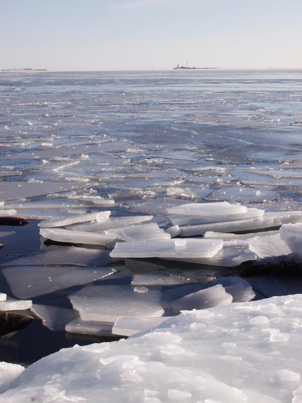 Jääpeite rakoilee Länsi-Mustasaaren edustalla
