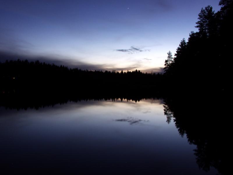 Märkiö-järvi auringonlaskun jälkeen