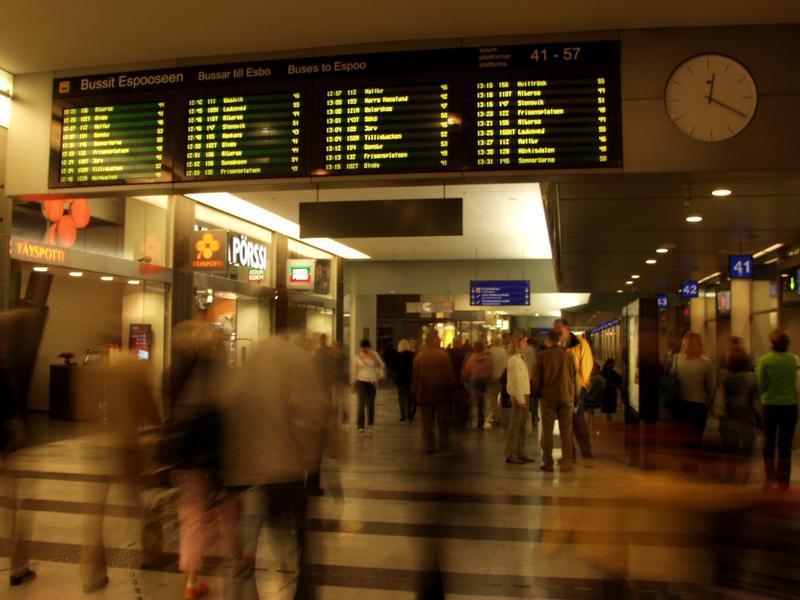 Kampin bussiterminaalin odotussali
