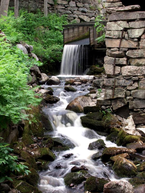 Vesiputous ja puro