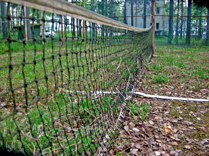 Hylätty tenniskenttä Kiljavan sairaalalla