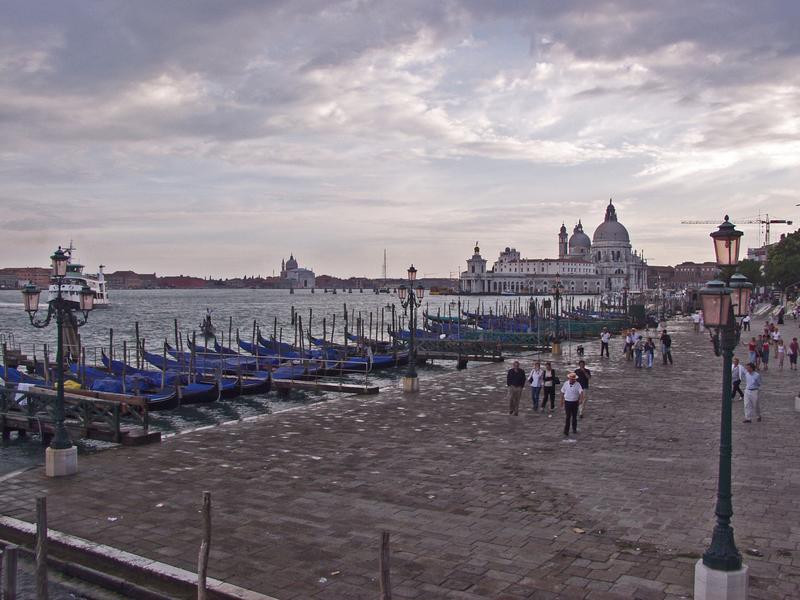 Venetsian rantaa, taustalla Santa Maria della Saluten kirkko