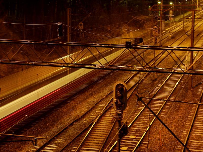 A local train passing the bridge at Linnunlaulu