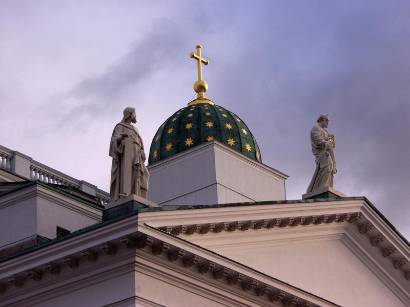 Apostoleja Tuomiokirkon katolla