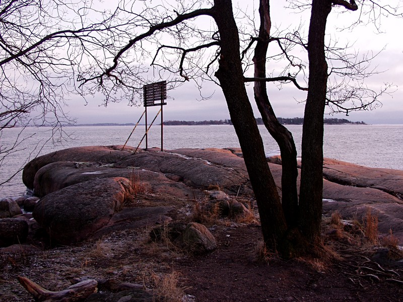 Talvista rantaa Veijarivuoren puistossa