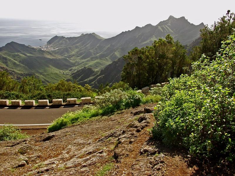 Vuoristotie ja laakso Anagan niemimaalla