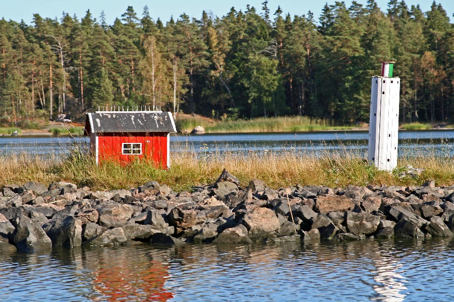 A miniature hut and a lighthouse at the Porkkala sea route