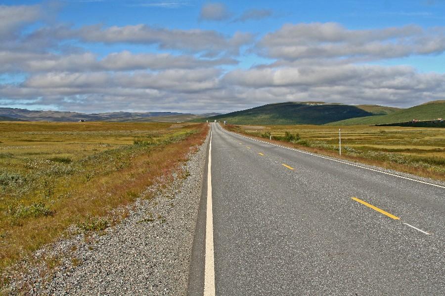 Lakselvin ja Altan välinen tie