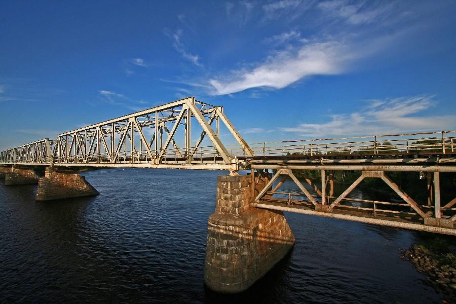 Railroad bridge crosses river Kemi at Suutarinkorva
