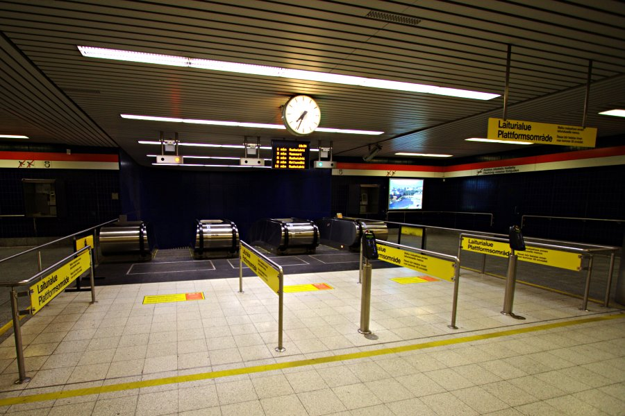 Subway platform area entrance at Hakaniemi