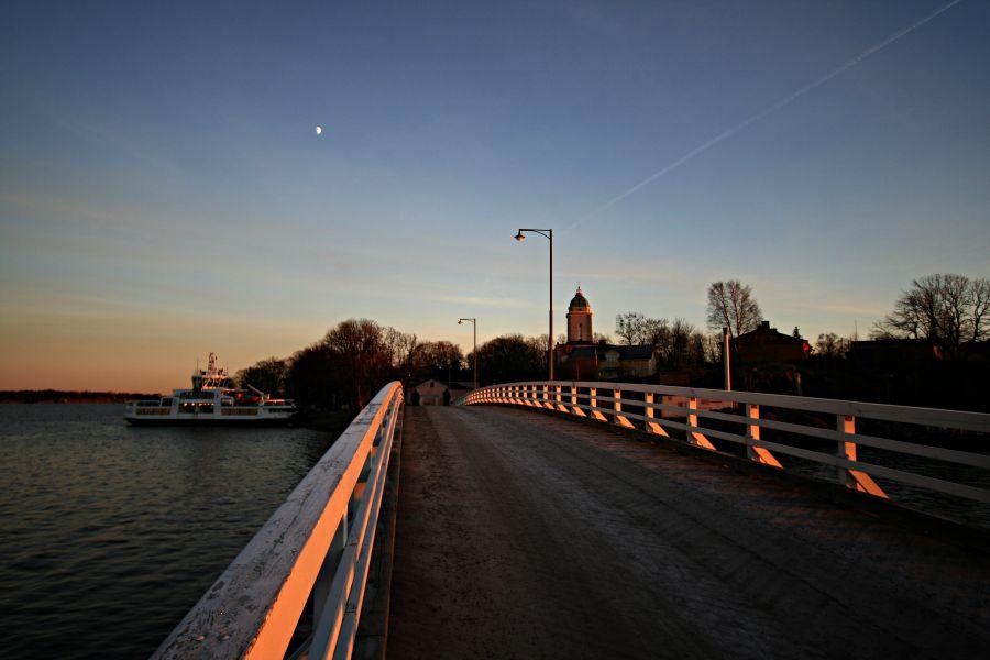 Bridge between Pikku Mustasaari and Iso Mustasaari