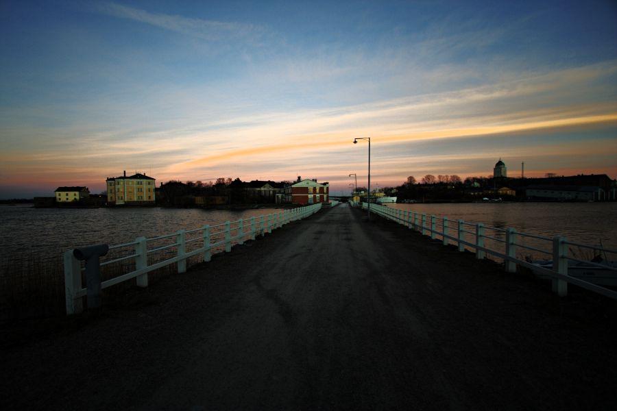 Pikku Mustasaaren ja Länsi-Mustasaaren välinen silta