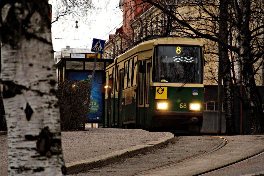 Raitiovaunu 8 Vallilan päätepysäkillä