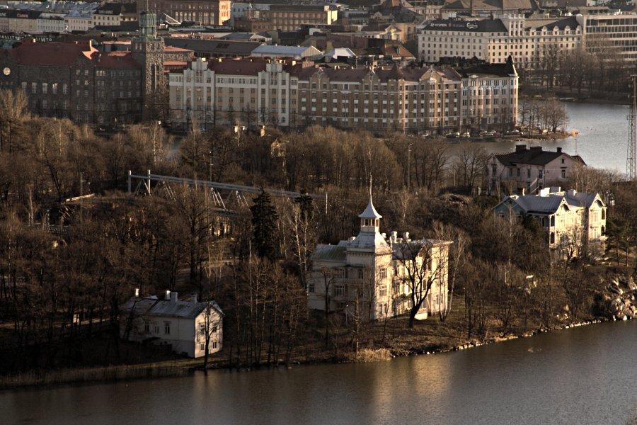 Linnunlaulun ja Hakaniemen taloja nähtynä Stadionin tornista