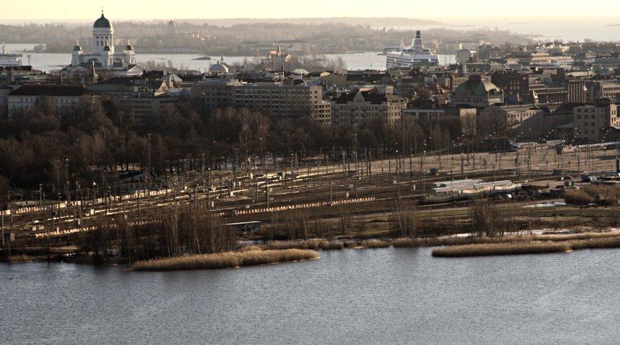 Näkymä keskustan suuntaan Stadionin tornista, etualalla Töölönlahti
