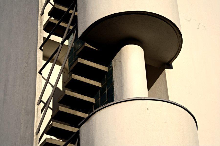 Olympiastadionin tornin portaiden yksityiskohta