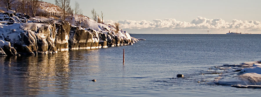 The sound between the islands of Uunisaari and Harakka