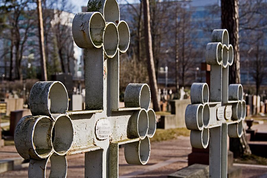 Hautaristi ortodoksisella hautausmaalla
