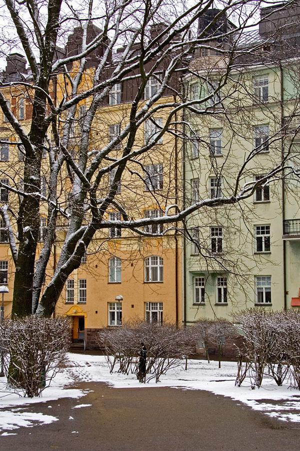 Apartment buildings at Vuorimiehenpuisto