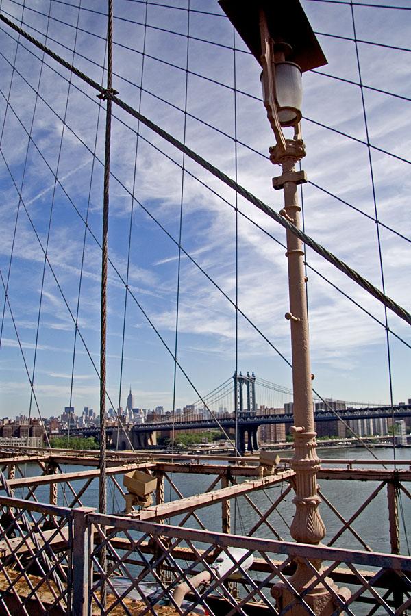 Manhattan bridge, taustalla Manhattanin pilvenpiirtäjiä